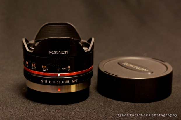 rokinon 7.5mm f/3.5 fisheye with lens cap